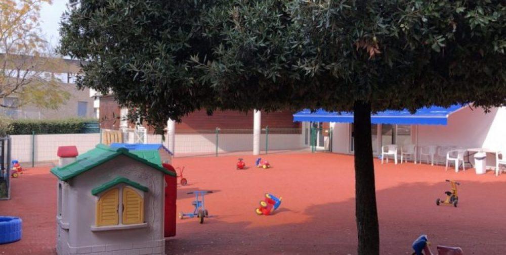 La cours de la crèche municipale de Porticcio